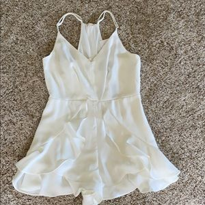 NWTS Do + Be ruffle bottom romper in white